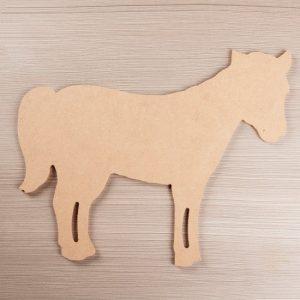 1039 Paard, mdf, 26 cm.