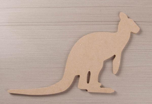 1060 Kangoeroe, mdf, h: 20 cm.